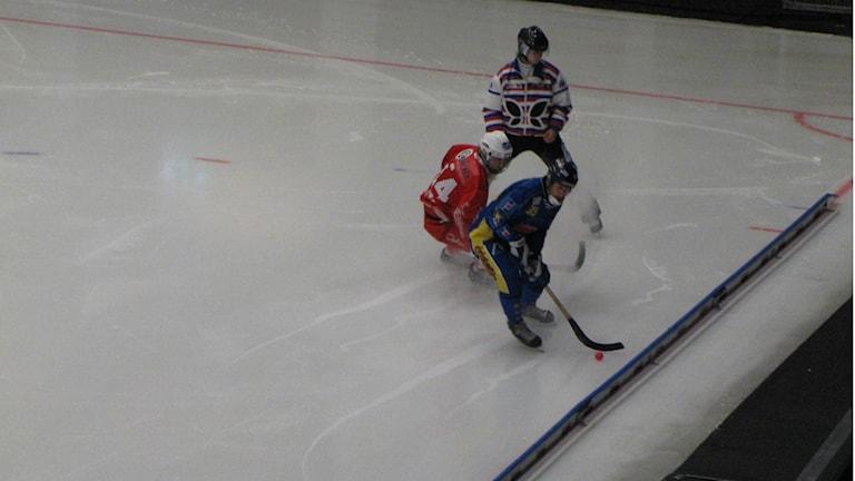 Nässjö IF(blått) var steget före Lidköpings AIK(rött) under stora delar utav matchen. Foto: Andreas Johnsson, Sveriges Radio P4 Skaraborg.