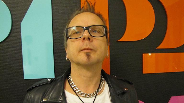 Musikern Peter Andersson drar till Spanien för att öppna en rockbar.