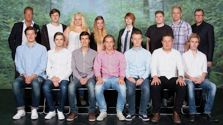 Björn Ranelid kunde inte tacka nej till förfrågan om att vara med på teknikprogrammets klassfoto. Foto: Pixybild