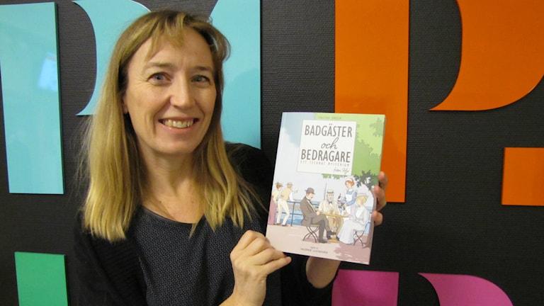 Christina Jonsson har skapat en serieroman om sin hembygd Hjo 1914.