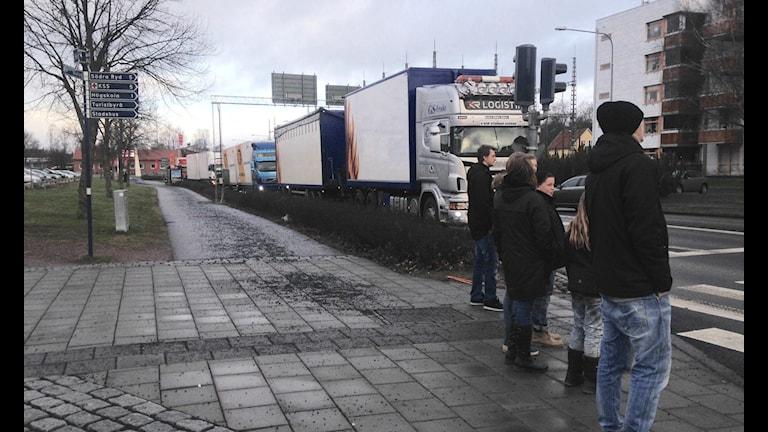 Långa köer när lastbilschaufförer protesterar i Skövde Foto: Pernilla Wadebäck/P4 Skaraborg