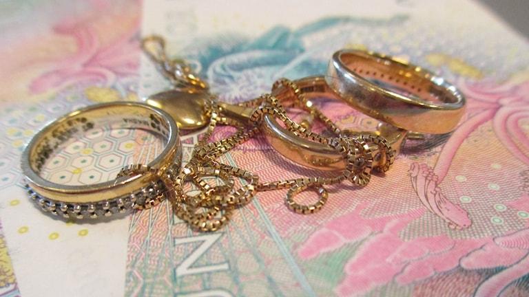 Smycken och pengar