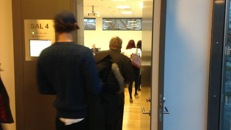 Rättegången mot narkotikaförsäljaren inleddes i Skaraborgs tingsrätt på tisdagsmorgonen. Foto: Pernilla Wadebäck / Sveriges Radio