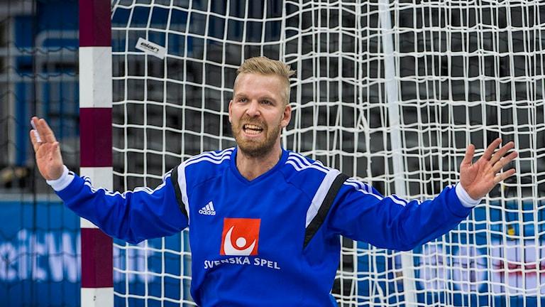 Handbollsmålvakten Johan Sjöstrand i aktion. Foto: Jonas Ekströmer / TT.