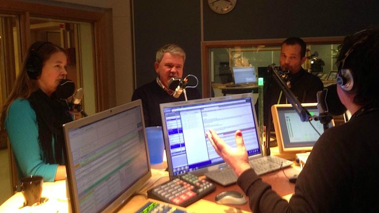 Cicci Michael, Anders Ahlenius och Jan-Erik Ullström i Nyhetspanelen.
