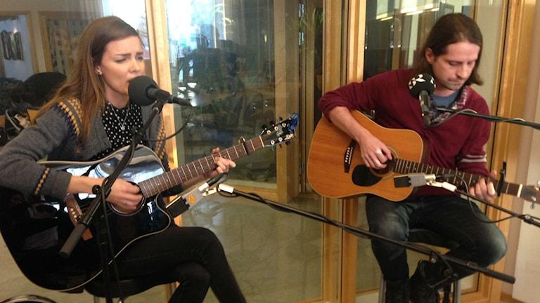 Malin Andersson och Andrew Potter bjöd på livemusik i studion.
