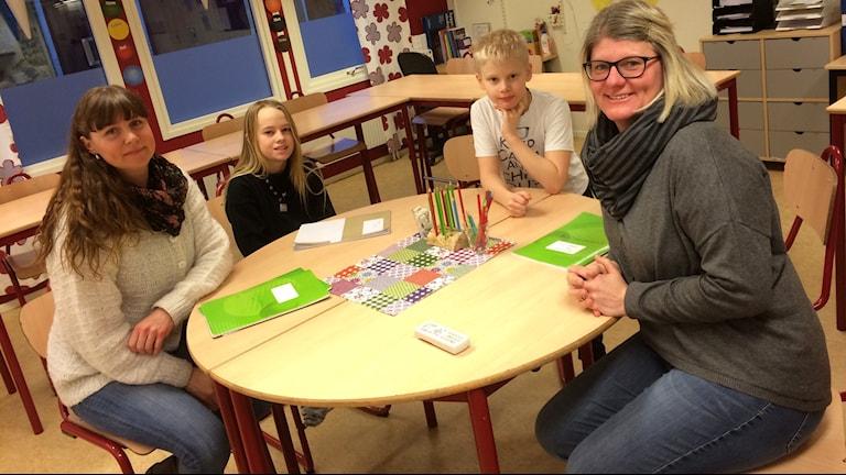 Malin Pettersson, Felix, Axel och Catarina Skoog.