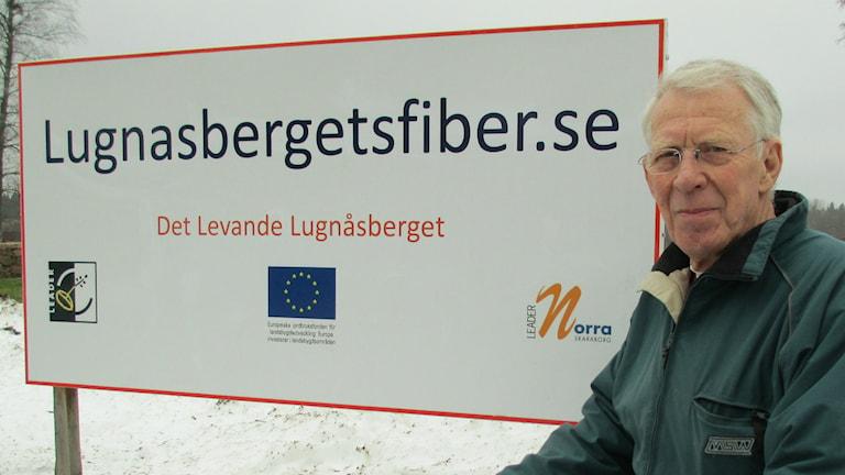Hans Gustafsson och Lugnåsbergets fiberförening kämpar fört att ansluta området till fibernätet.