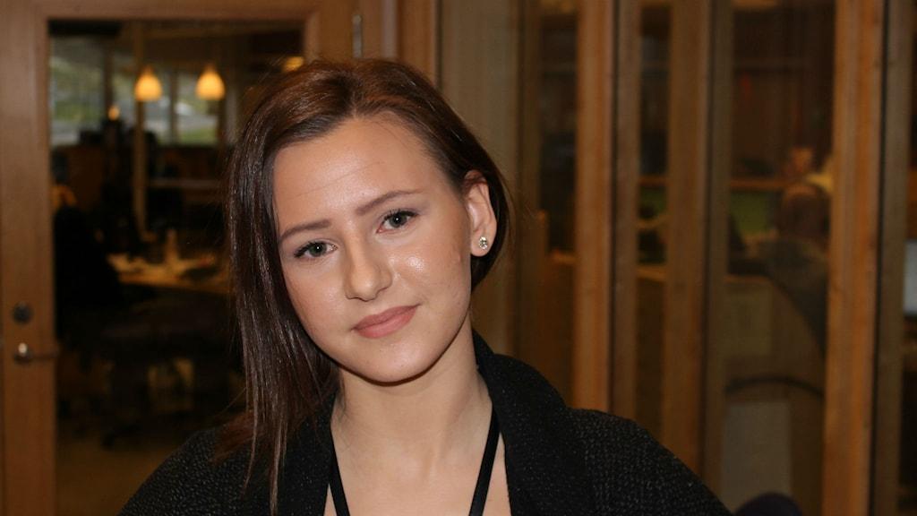 Louise Esseen utbildar sig för att bli dj. Foto: Torbjörn Borg / P4 Skaraborg Sveriges Radio
