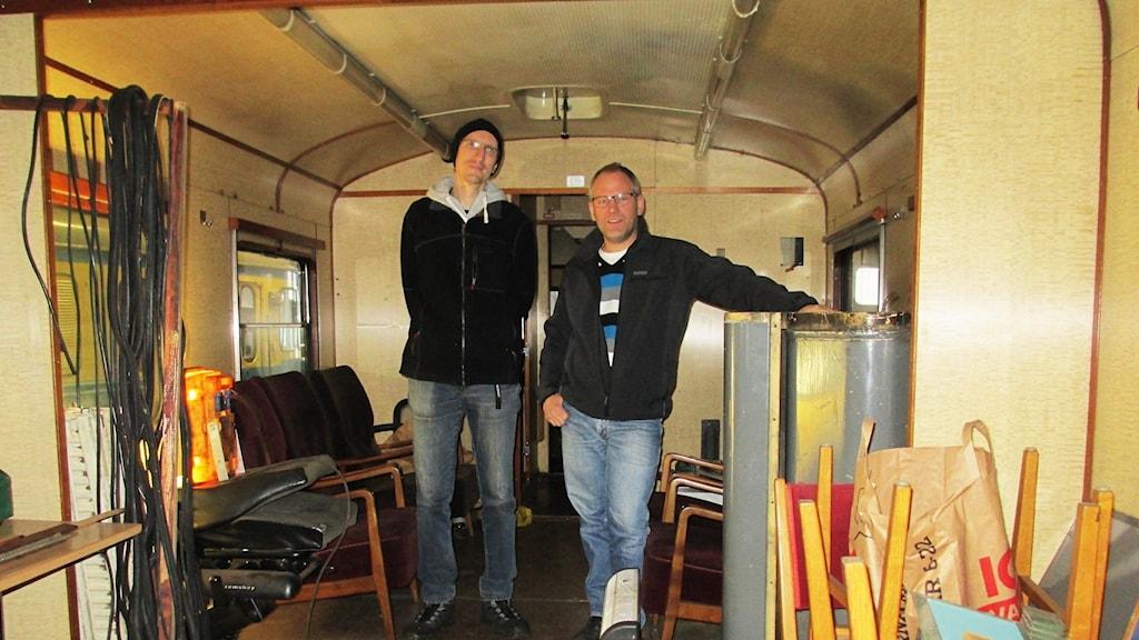 Filip Kiliansson och Peter Gustafsson från Svenska Motorvagnsklubben i Falköping
