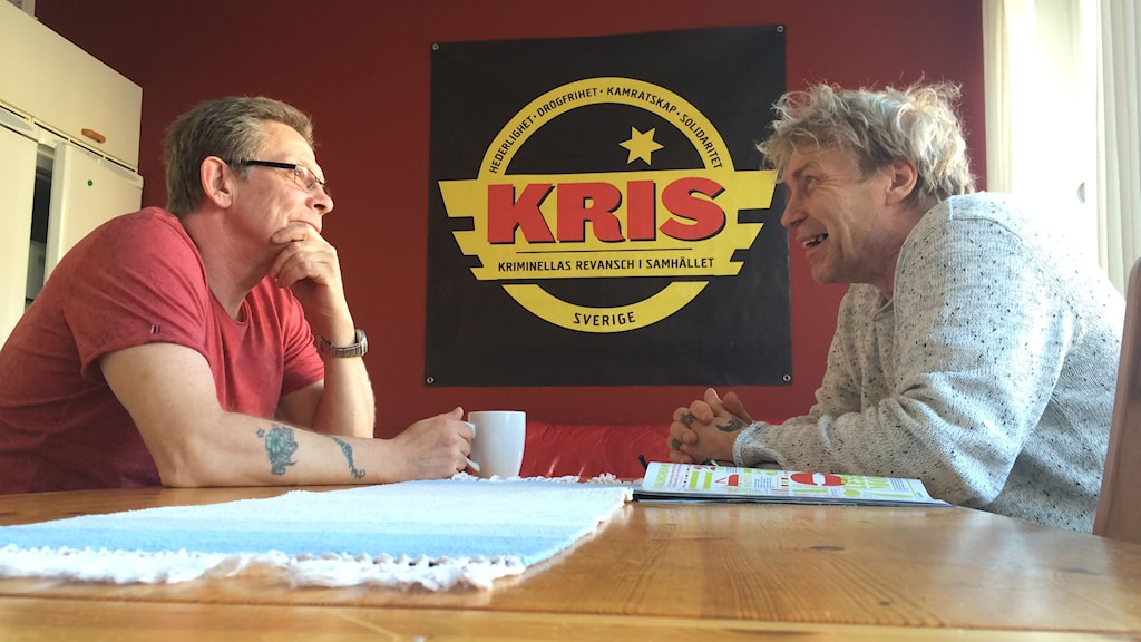Peter Lundh (till vänster) är eldsjälen bakom KRIS etablering i Mariestad. Lars-Åke Lundgren är också med och arbetar ideellt med verksamheten. Foto: Mats Öfwerström / Sveriges Radio