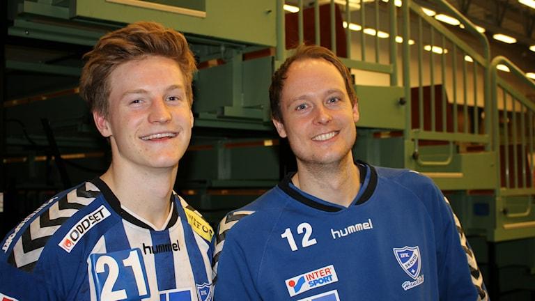 Alfred Ehn och Joakim Svensson, två glada matchhjältar i Skövde efter segern mot Ricoh. Foto Tommy Järlström P4 Sveriges/Radio.