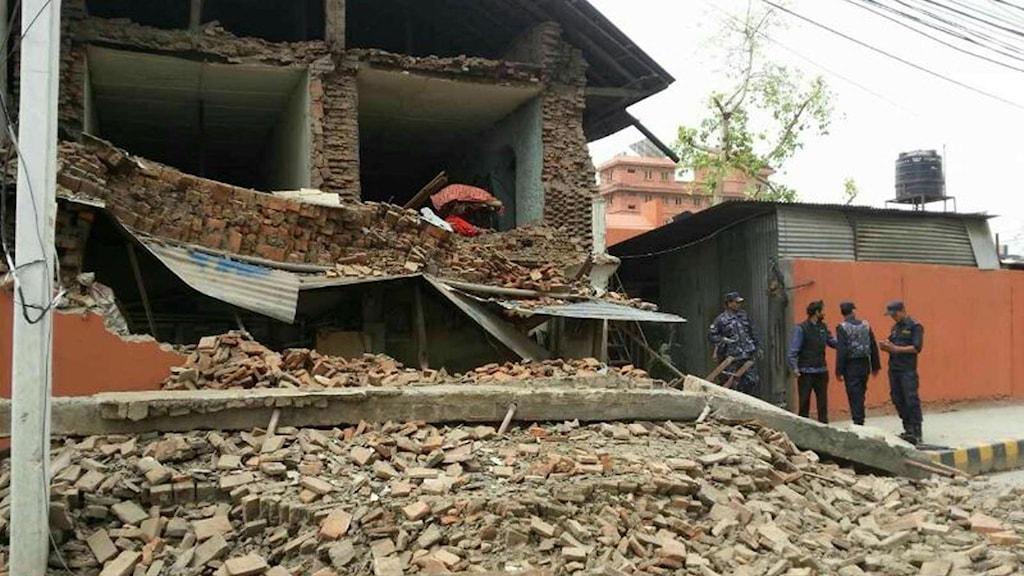 Byggnad av tegel har delvis rasat. Foto: Zhou Shenping / TT.