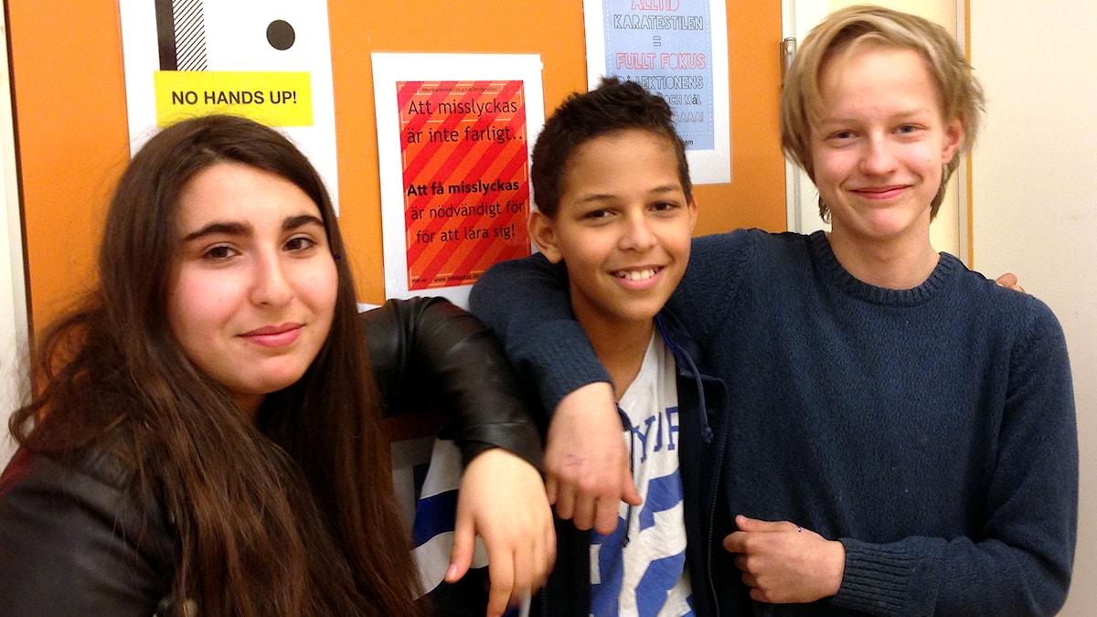 Amanda, Josef och Elia vilka de ser upp till och vilka de inte vill efterlikna. Foto: Petra Dydiszko, Sveriges Radio