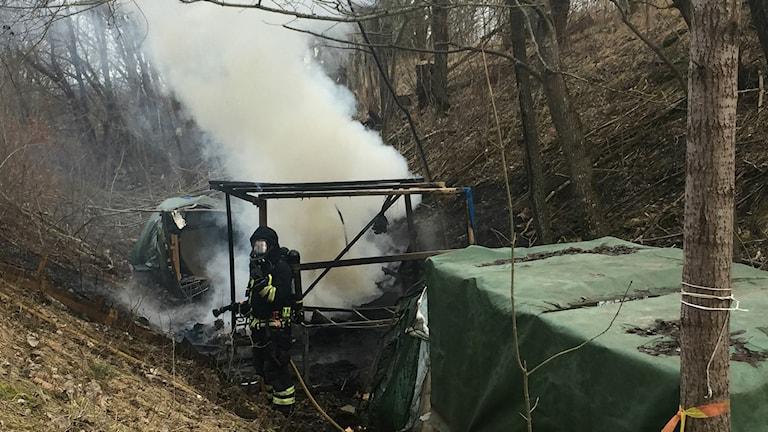 Det brann i ett tält i ett migrantläger i Skövde i måndags.