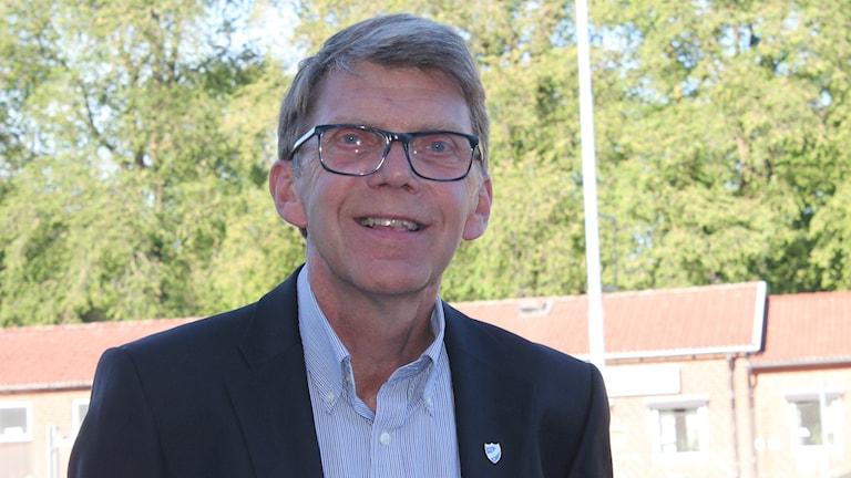 IFK Skövdes tidigare ordförande Sten-Eric Helgesson vill inte ställa upp på en intervju och bemöta kritiken.