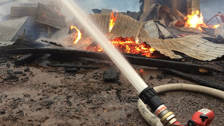 Sörsågens bygghandel utanför Tibro har brunnit ned. Foto:Mats Öfverström/Sveriges Radio