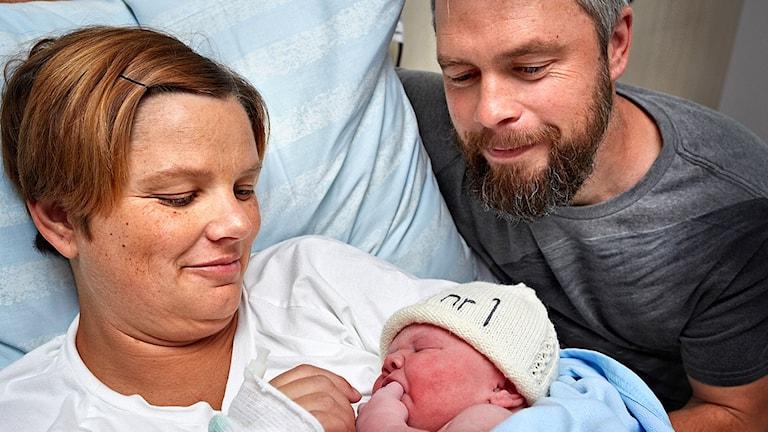 Jenny Pettersson och Anders West lilla flicka blev först på nya förlossningen i Skövde. Foto: Skaraborgs sjukhus