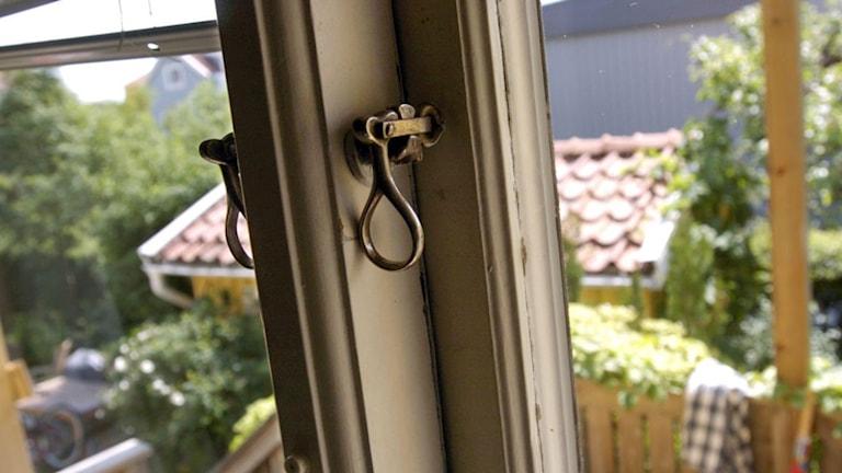 Fyra inbrott har anmälts inatt. I samtliga har tjuvarna brutit sig in via ett fönster. Foto: Temabild / Sveriges Radio
