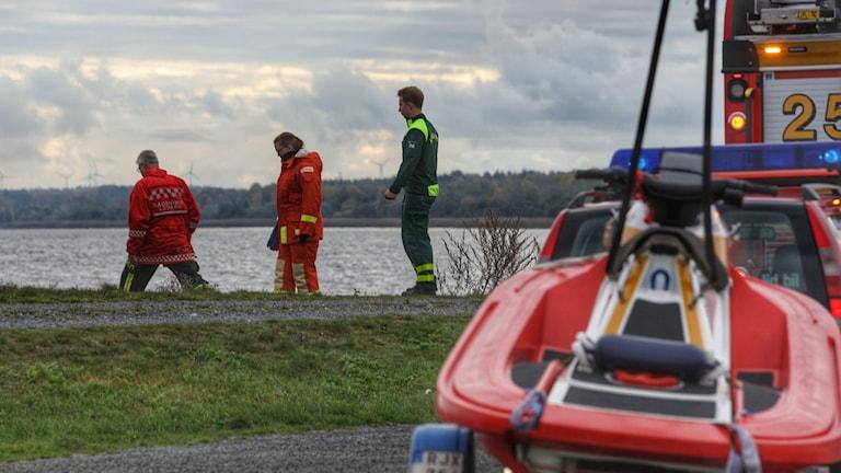 En person drogs upp ur Vänern i Lidköping. Foto: Torbjörn Axelsson