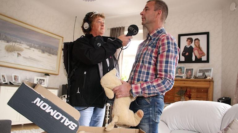 Nu har Prins Daniels mjukisdjur levererats. Hos Joakim Dahl i Skövde får de nytt hem. Foto: Malin G Pettersson