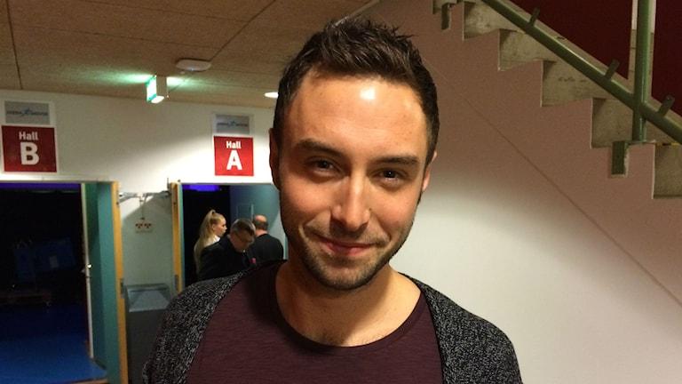 Måns Zelmerlöw är förväntansfull i Arena Skövde för att spela och uppträda för kommunanställda. Foto: P4 Skaraborg Sveriges Radio