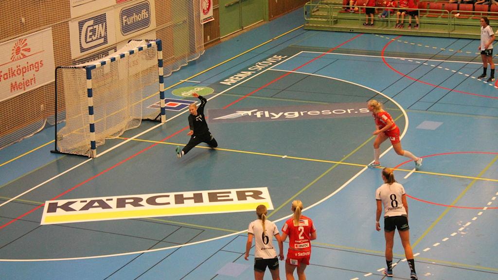 Skövde HF ligger under med 0-1 i bäst av fem matcher inför kvällens andra kvartsfinal. Arkivfoto.