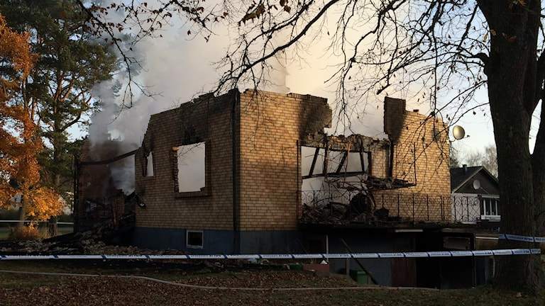 Huset i Fröjered blev helt förstört i branden. Foto: Mats Öfwerström/P4 Skaraborg Sveriges Radio