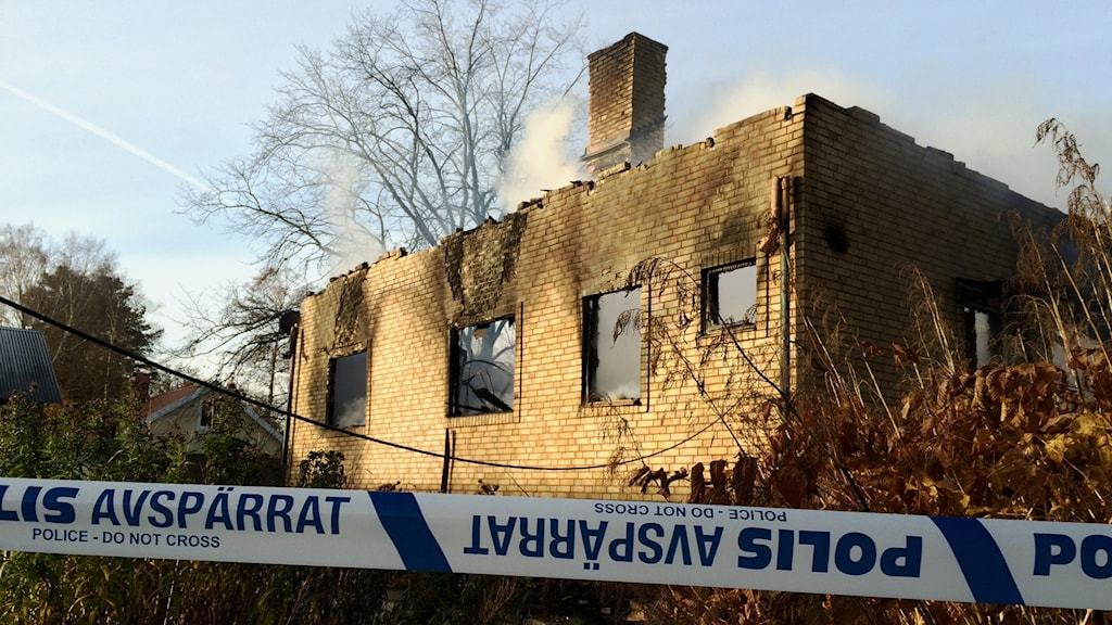 Villan totalförstördes i branden. Foto: Mats Öfwerström / Sveriges Radio
