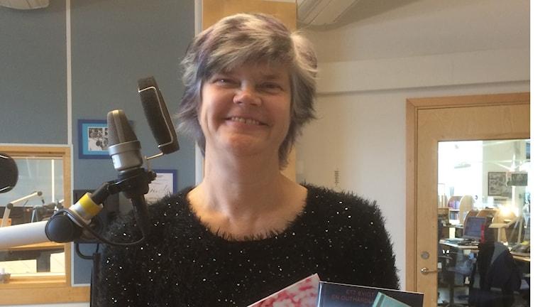 Yvonne Eriksen i studion. Foto: Margareta Lilja/Sveriges Radio
