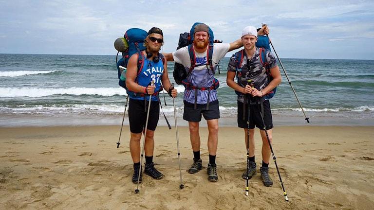 Jonathan Ljungqvist, Marcus Aspsjö and Lasse Jingfors redo att ta sig an hundra mil till fots. Foto: privat
