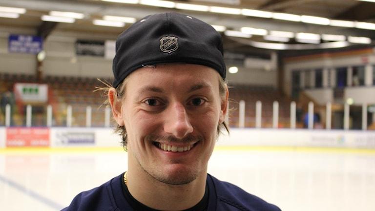 Christian Hägg glad tvåmålsskytt i BoIS. Foto Tommy Järlström P4 Sveriges Radio.