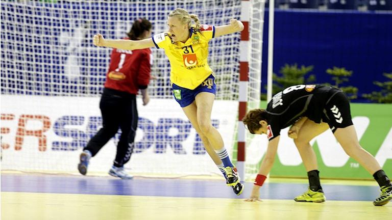 Anna-Maria Johansson jublar efter ett mål förra året. Foto: Vidar Ruud/TT.