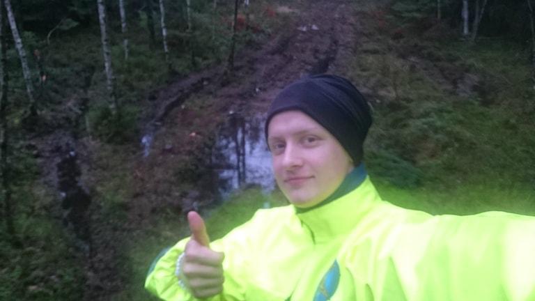 Albin Elowsson vid spåret på Glimmingen motorstadion. Foto: Privat.