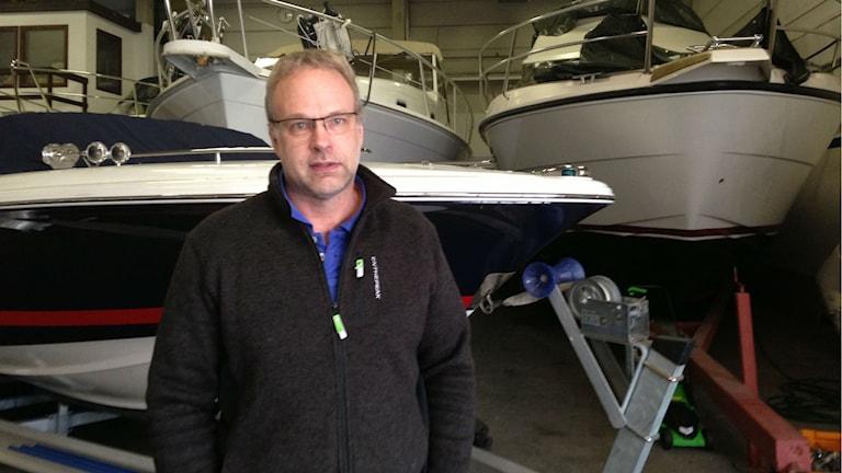 Båtförsäljare Anders Jonsson. Foto: Jenny Josefsson P4 Skaraborg Sveriges Radio