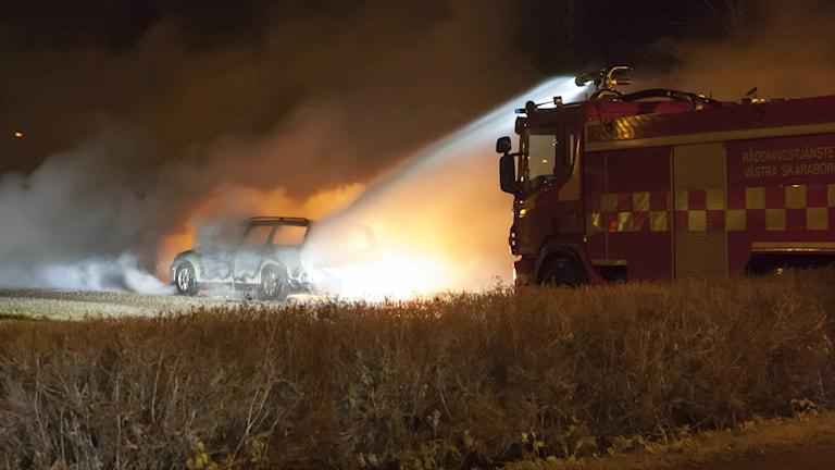 Bilbrand i Vinninga i natt. Foto: Torbjörn Axelsson