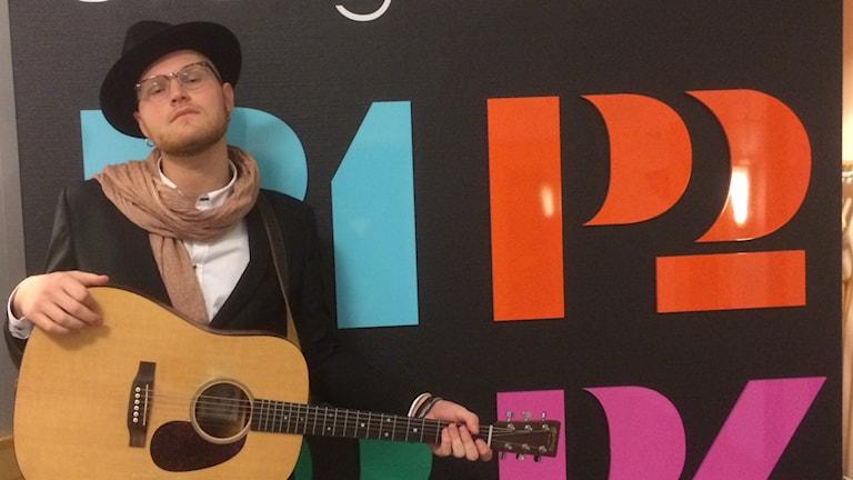 Knight från Nossebro debuterar med sin första låt. Foto: Eric Johansson / Sveriges Radio