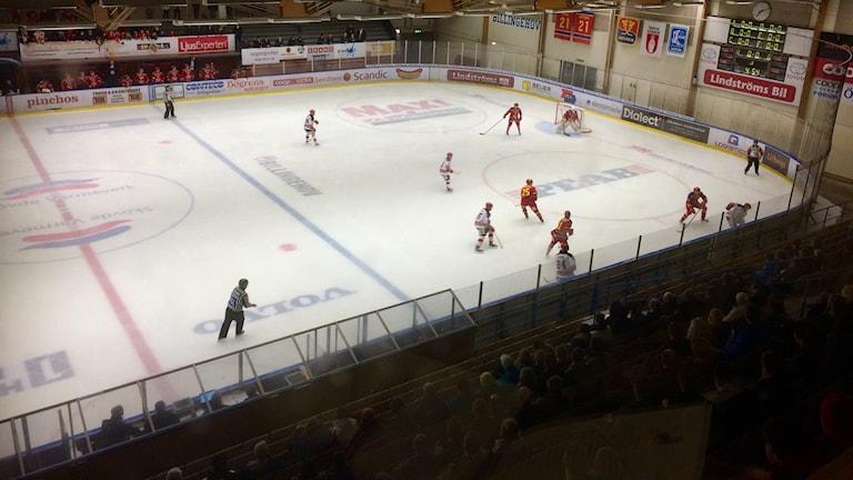 Skövde IK mot Grästorps IK. Foto: Torbjörn Nilsson/Sveriges Radio.