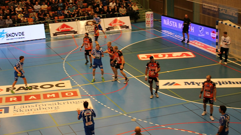 IFK Skövde i anfall. Foto Tommy Järlström P4 Sveriges Radio.