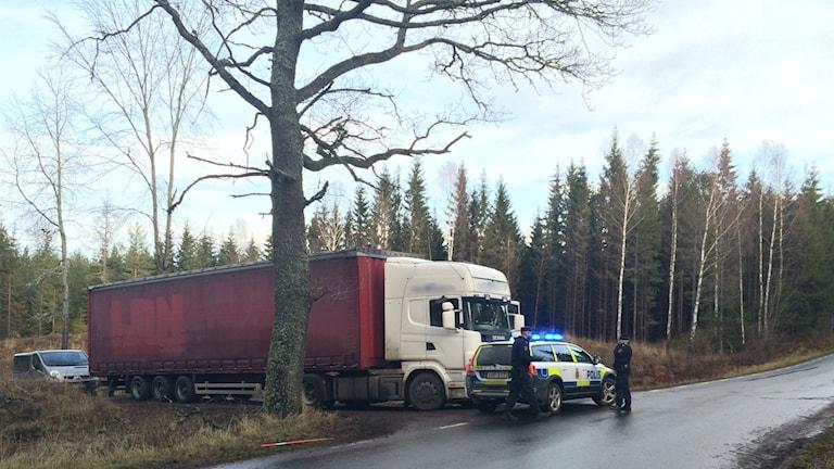 Här utanför Lerdala hittades trailern med hjullastaren. Foto: Mats Öfwerström/Sveriges Radio