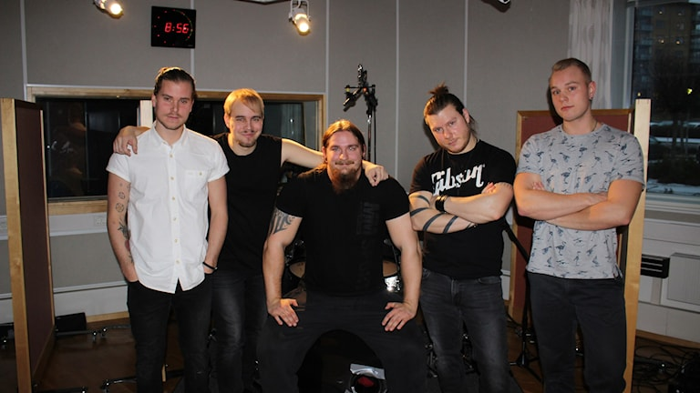 Fredrik Palm, Marcus Karlsson, Dennis Kjellgren, David Wallberg och Niklas Tidholm utgör metalbandet Mile. Foto: Linda Gustavsson/Sveriges Radio