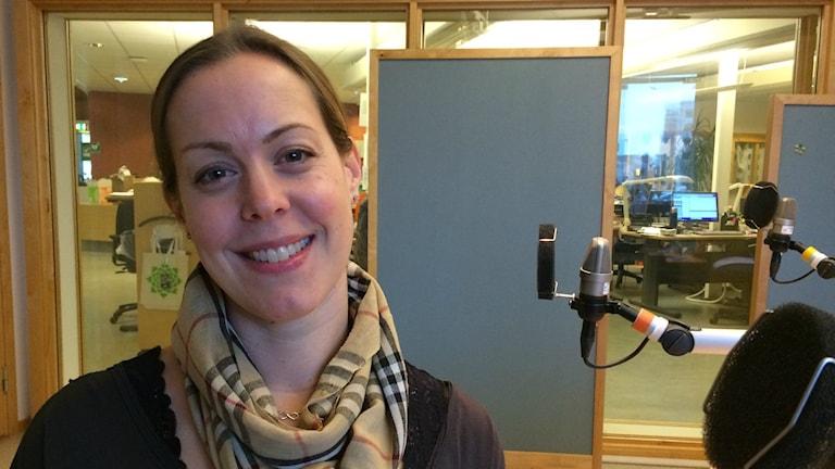 Louise pärlar armband för glatta livet. Foto: Ewa Ohlsson, Sveriges  Radio