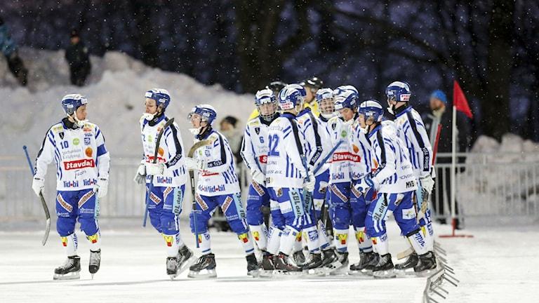 Villa Lidköping efter 3-3 målet på Zinkensdamms IP. Foto: Christine Olsson/TT