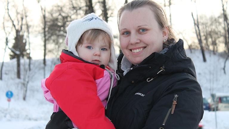 Madelene Johansson fick dottern Saga med hjälp av insemination. Foto: Malin G Pettersson/Sveriges Radio