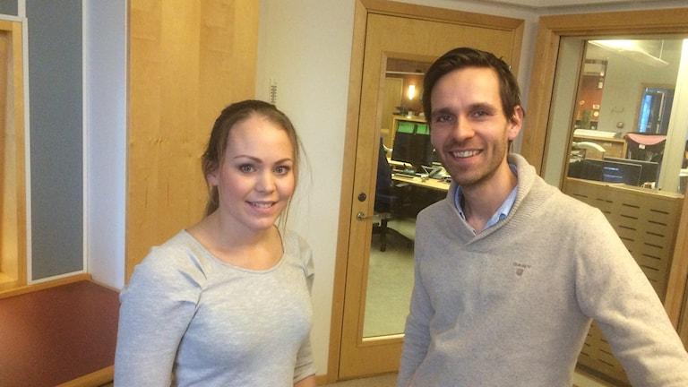 Emilie Espegren och Benjamin Strandman pratar om lycka och välmående i sin podd. Foto: Torbjörn Borg / Sveriges Radio