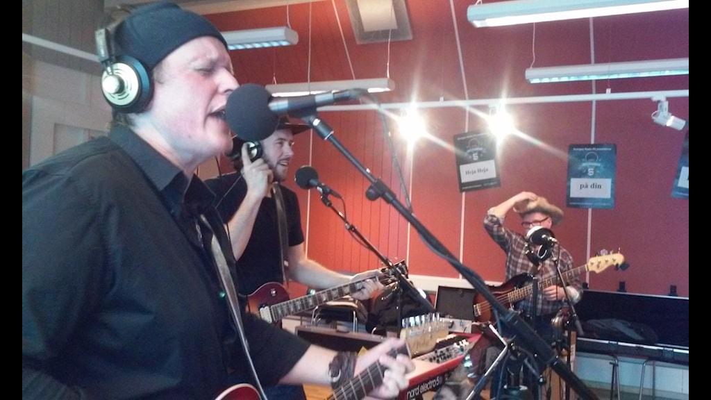 Creedence Tribute från Mariestad - live i förmiddagsprogrammet. Foto: Carina Grönqvist, Sveriges Radio Skaraborg