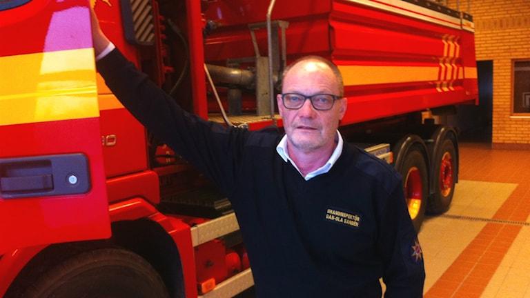 Brandinspektör Dan Ola Sandén på Räddningstjänsten i Falköping och Tidaholm varnar för riskerna med luftavfuktare. Foto: Jens Prytz/Sveriges Radio.