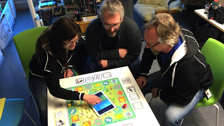 Tarja Susi, Mikael Lebran och Niclas Torstensson vid sitt nya spel.