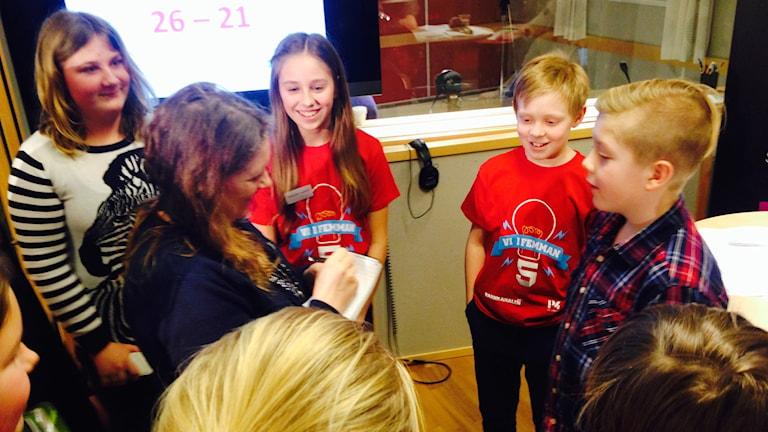 Lyckliga vinnare från Timmersdala. Amanda och Otto. Foto: Malin G Pettersson/Sveriges Radio