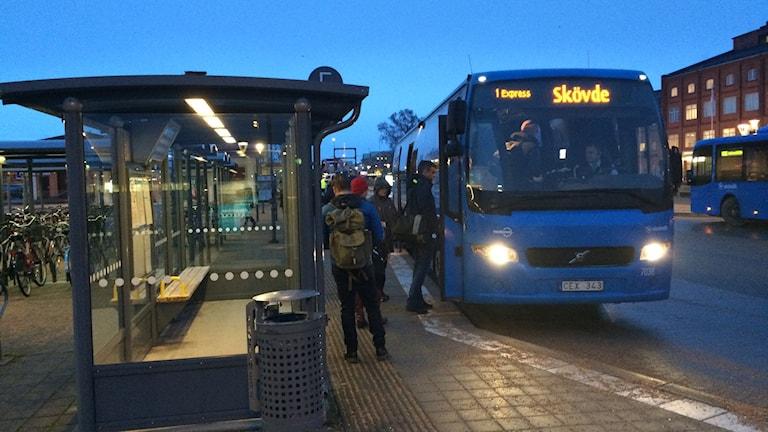 På linje 1 som går mellan Skövde och Lidköping är det ofta fullt med resenärer.